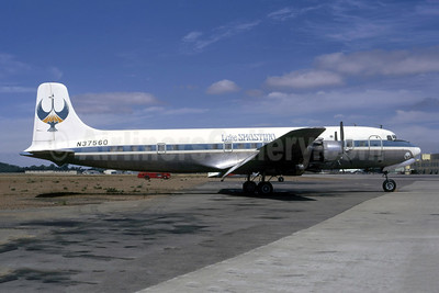 Lake Shastina Douglas DC-6B N37560 (msn 43539) (United colors) OAK (Ted J. Gibson - Bruce Drum Collection). Image: 953592.