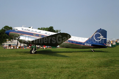 Legend Airways Douglas DC-3C N25641 (msn 9059) OSH (Joe G. Walker). Image: 944943.