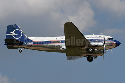 Legend Airways Douglas DC-3C N25641 (msn 9059) OSH (Robbie Shaw). Image: 948363.