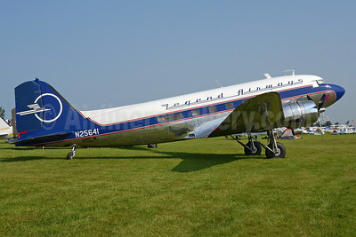 Legend Airways Douglas DC-3C N25641 (msn 9059) OSH (Robbie Shaw). Image: 948364.