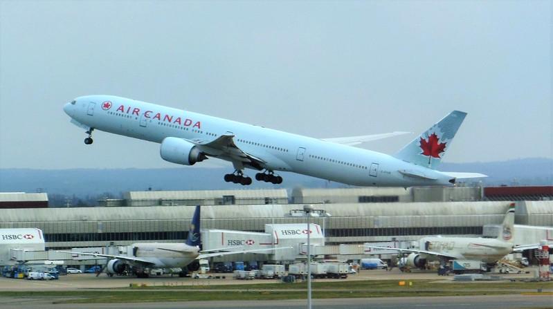 Air Canada (AC) C-FIUR B777-333 ER [cn35242]