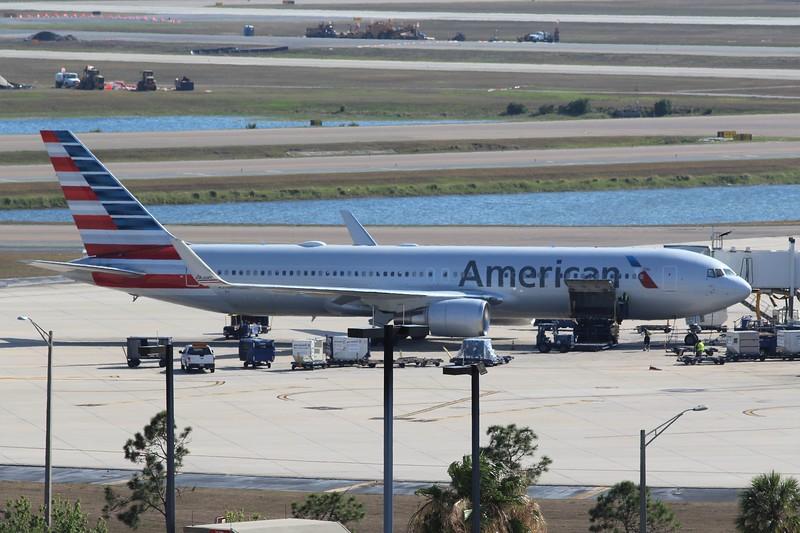 American Airlines (AA) N350AN B767-323 ER [33089]