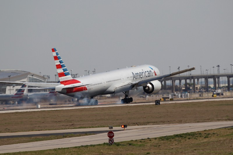 American Airlines (AA) N733AR B777-323 ER [cn33524]
