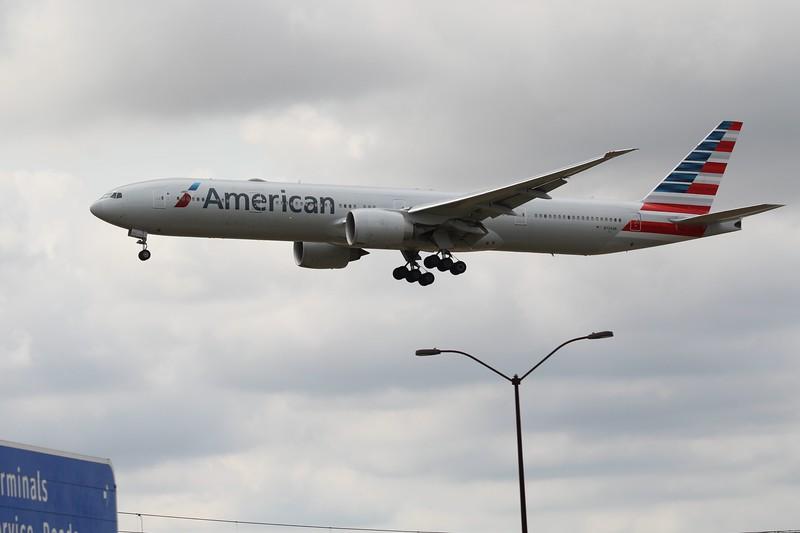 American Airlines (AA) N729AN B777-323 ER [cn33127]