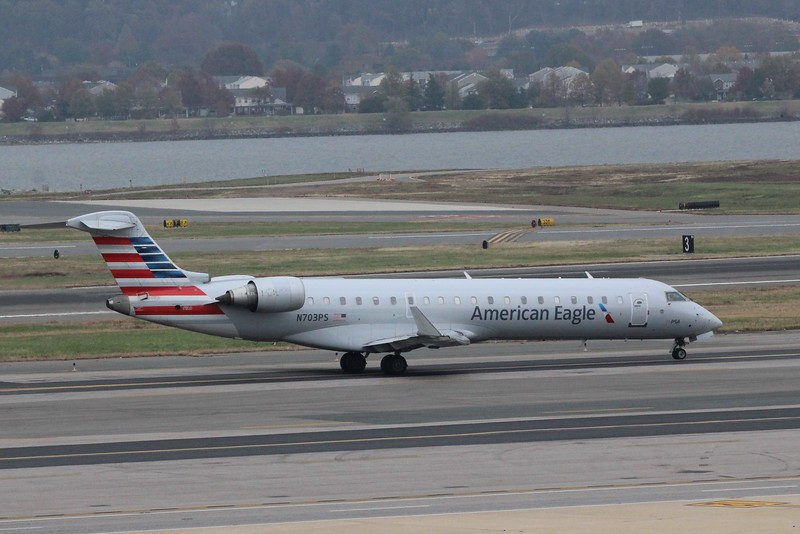 American Eagle (AA) / PSA Airlines (OH) N703PS CRJ-701 [cn10137]