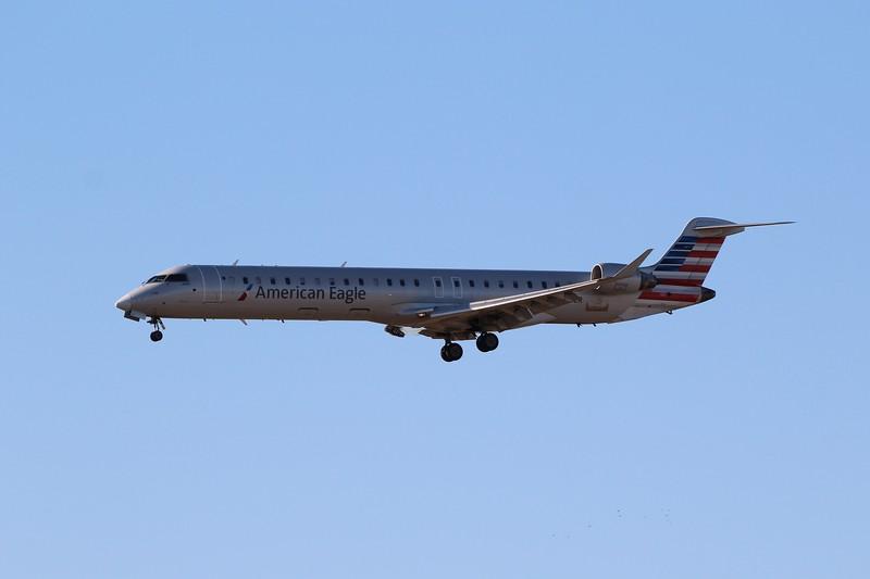 American Eagle (AA) / Mesa Airlines (YV) N957LR CRJ-900LR [cn15377]