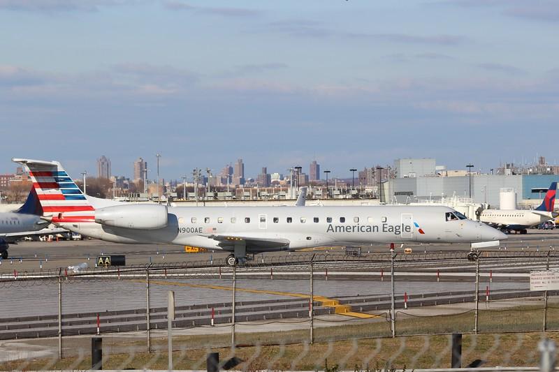 American Eagle/Envoy Air (AA/MQ) N900AE ERJ-145 LR [cn1450085]