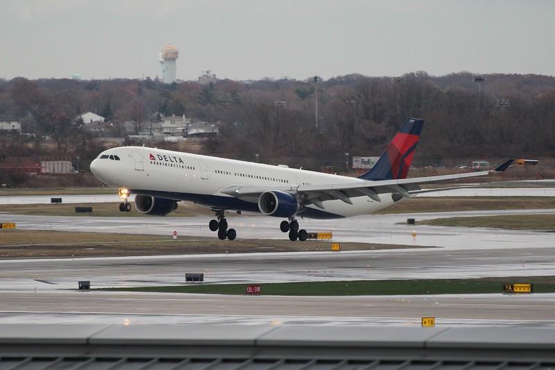 Delta Air Lines (DL) N817NW A330-323 X [cn843]