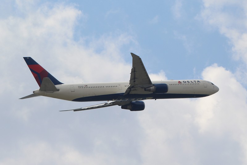 Delta Air Lines (DL) N826MH B767-432 ER [cn29713]