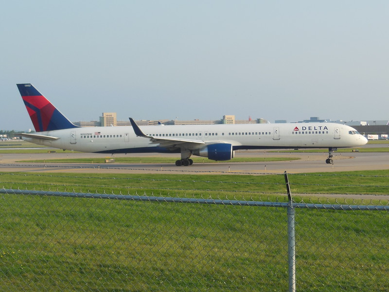 Delta Air Lines (DL) N582NW B757-351 [cn32981]