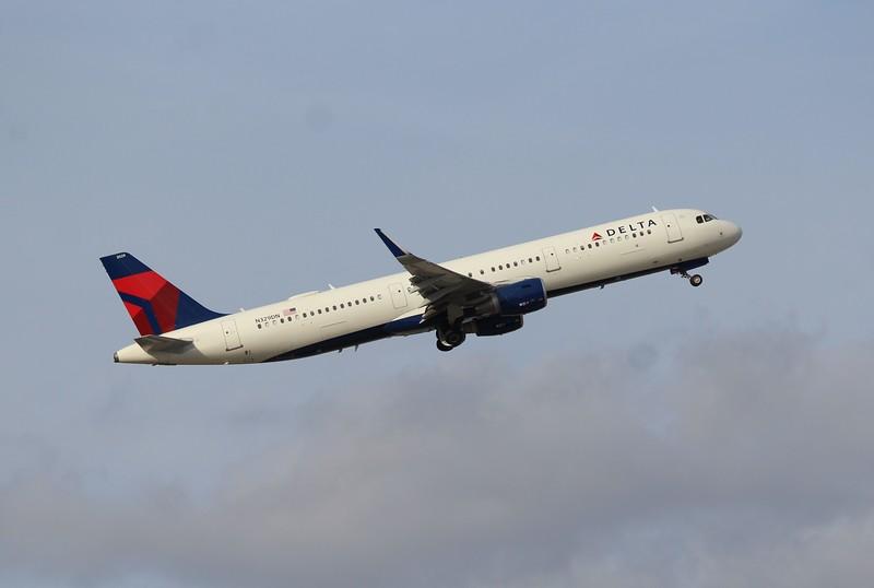 Delta Air Lines (DL) N329DN A321-211 [cn7885]