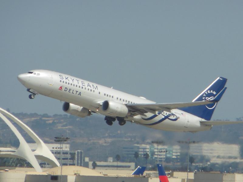 Delta Air Lines (DL) N3765 B737-832 [cn30819]