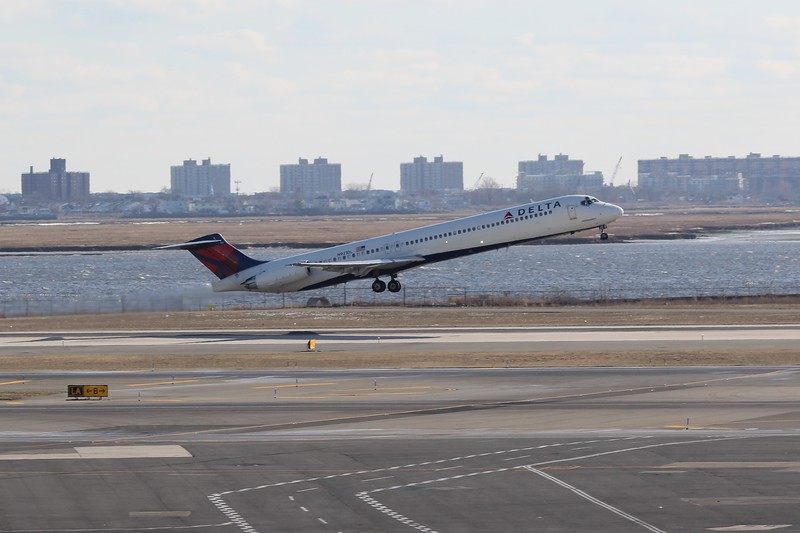Delta Air Lines (DL) N921DL MD88 [cn49645]