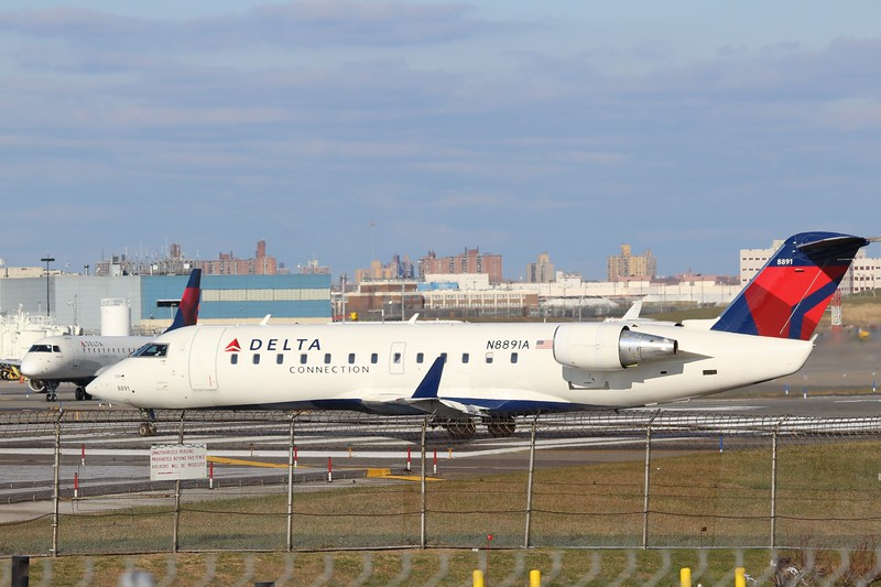 Delta Connection/Endeavor Air (DL/9E)  N8891A CRJ-200 [cn7891]