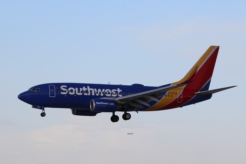 Southwest Airlines (WN) N7825A B737-7CT [cn32750]