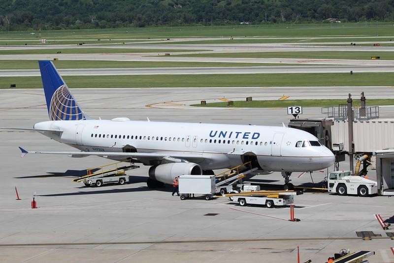 United Airlines (UA) N472UA A320-232 (cn1435]
