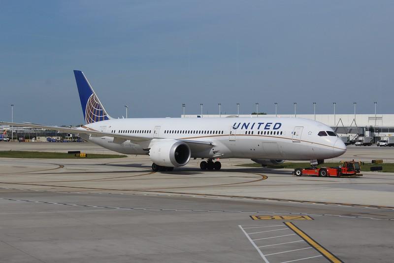 United Airlines (UA) N19951 B787-9 [cn36402]