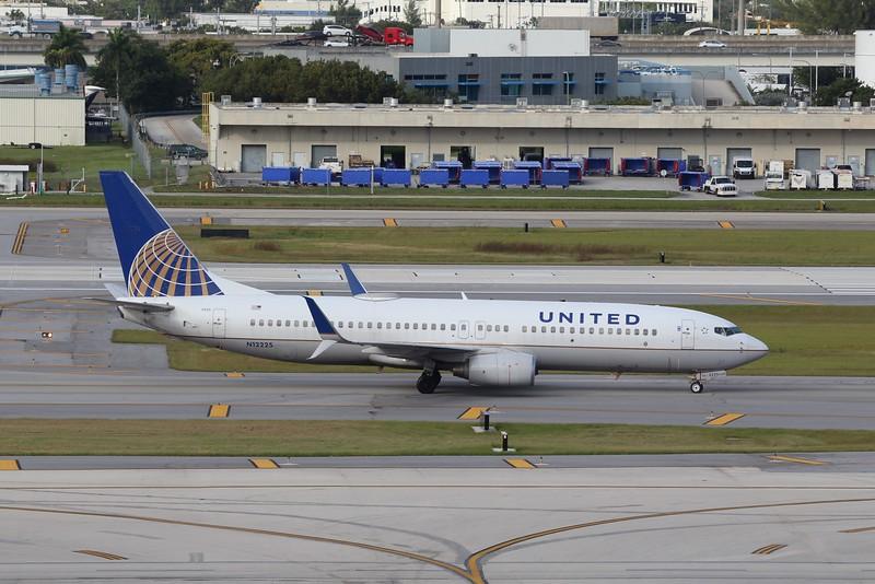 United Airlines (UA) N12225 B737-824 (cn28934]