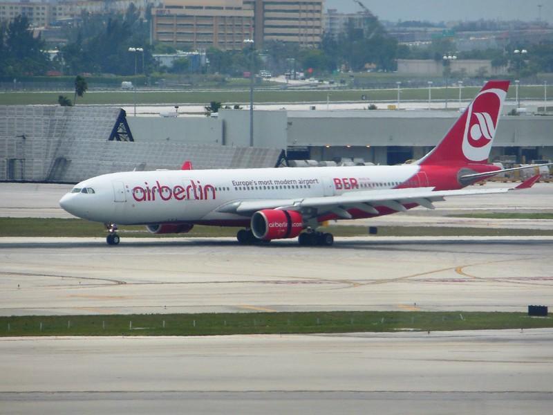 Air Berlin (AB) D-ALPI A330-223 [cn828]