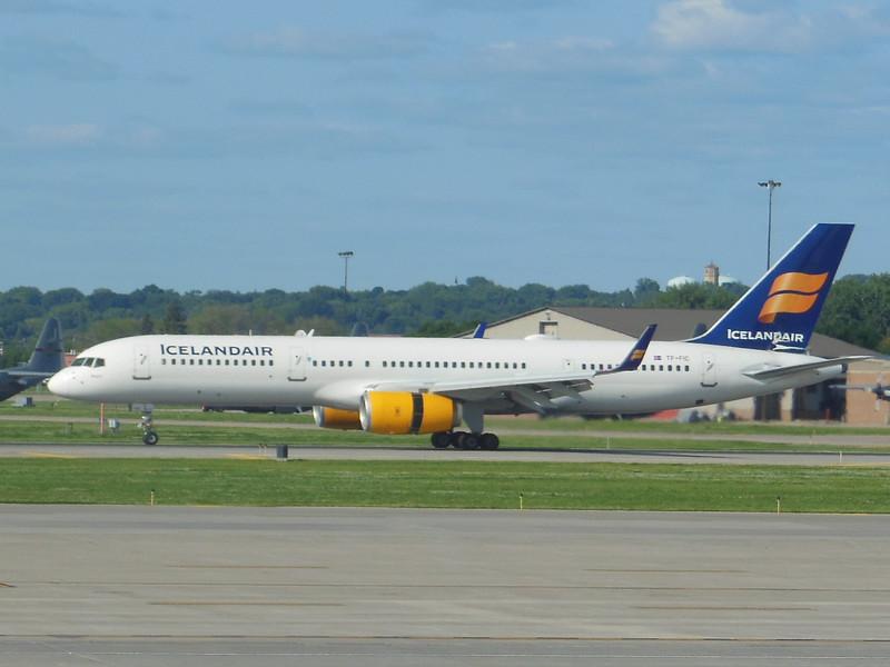 Icelandair (FI) TF-FIC B757-23N [cn30735]