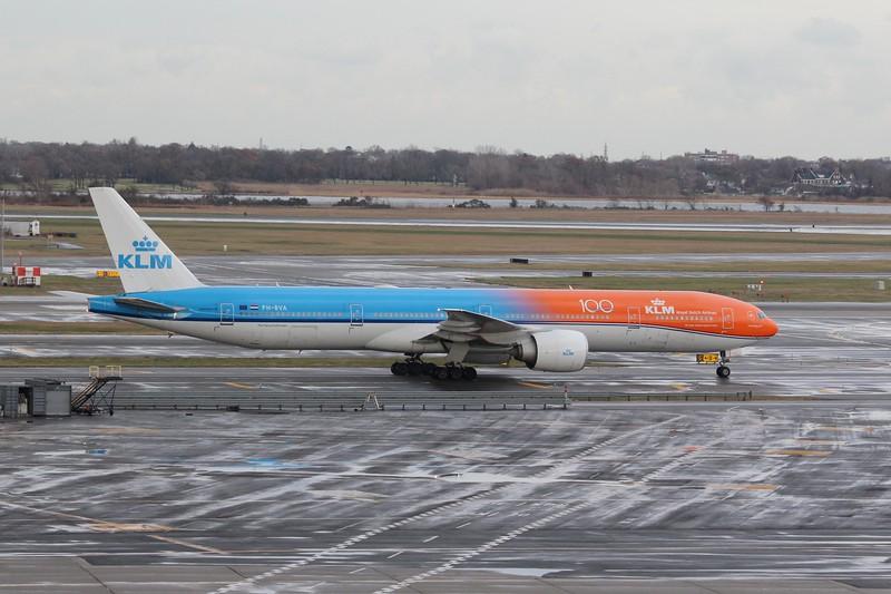 KLM (KL) PH-BVA B777-306 ER [cn35671]
