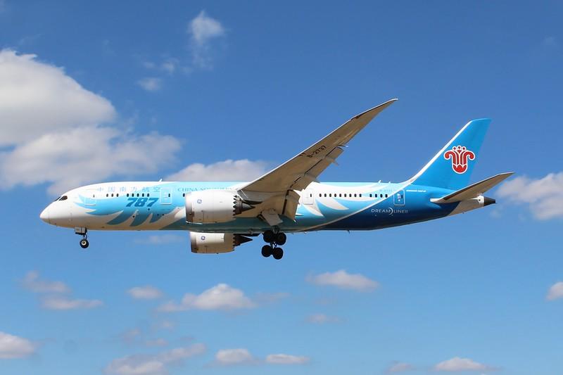 China Southern Airlines (CZ) B-2737 B787-8 [cn34930]