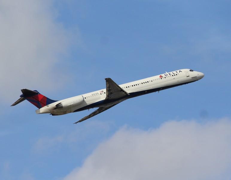 Delta Air Lines (DL) N907DE MD88 [cn53416]