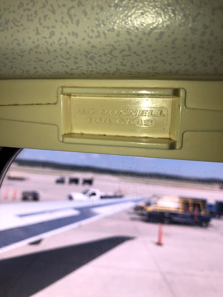 Window Blind – American Airlines (AA) McDonnell Douglas MD-83
