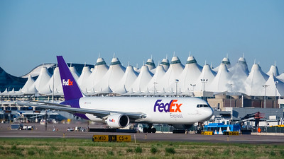 051221_airfield_cargo_fedex-001