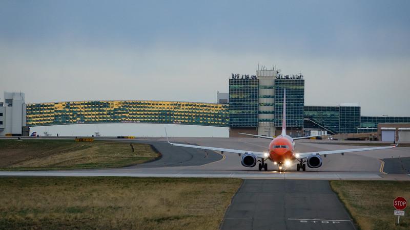 042621_airfield_sun_country-010.jpg
