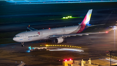 ASIANA AIRLINES_A330-323_HL7736_MLU_101217