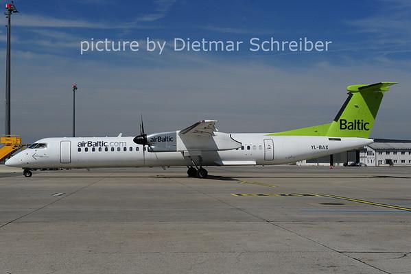 2014-04-18 YL-BAX Dash8-400 Air Baltic