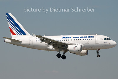 2008-07-11 F-GUGE Airbus A318 AIr France