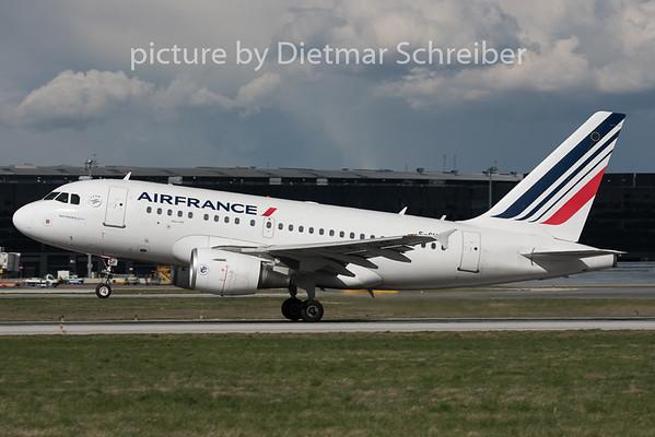 2015-04-06 F-GUGF Airbus A318 Air France