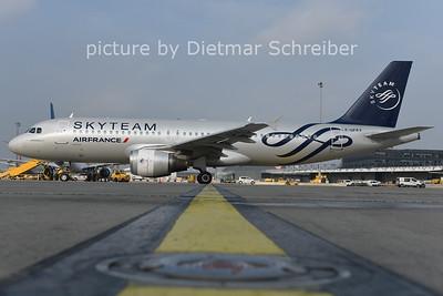 2014-10-07 F-GFKY Airbus A320 Air France