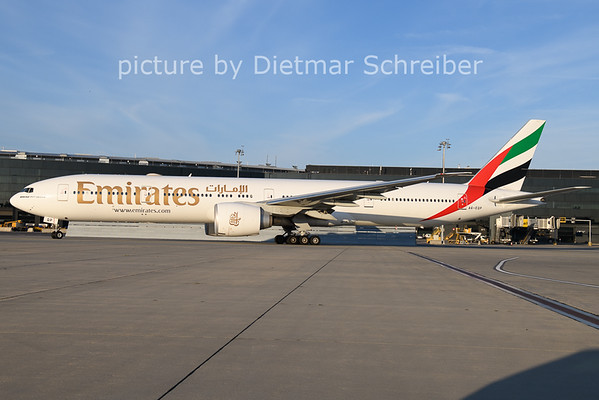 2020-11-21 A6-EQP Boeing 777-300 Emirates