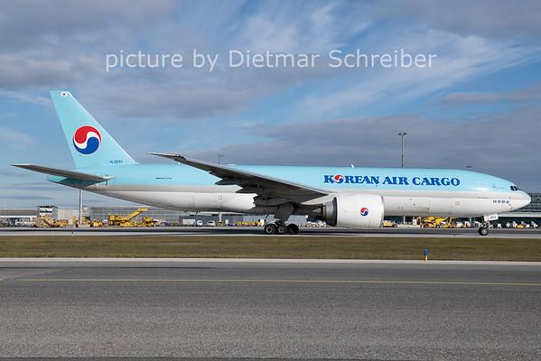 2020-11-17 HL8251 Boeing 777-200 Korean Air