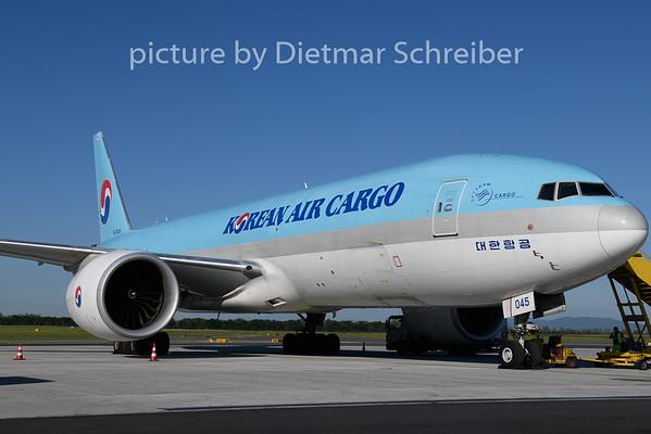 2020-06-24 HL8045 Boeing 777-200 Korean Air