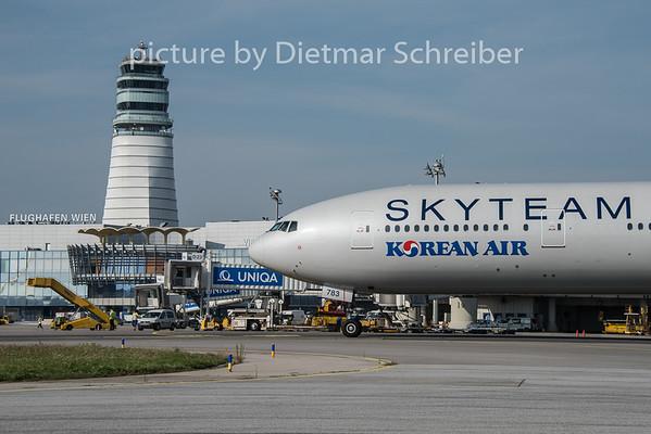 2015-08-27 HL7783 Boeing 777-300 Korean Air