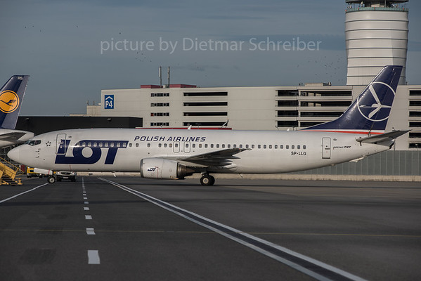 2015-11-10 SP-LLG Boeing 737-400 LOT