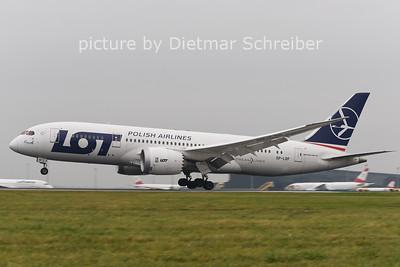 2014-11-13 SP-LRF Boeing 787-8 LOT