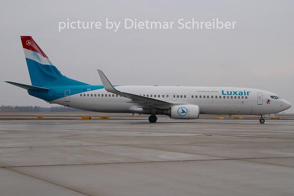 2010-03-11 LX-LGT Boeing 737-800 Luxair