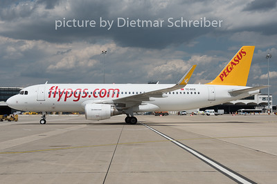 2015-07-21 TC-DCE Airbus A320 Pegasus