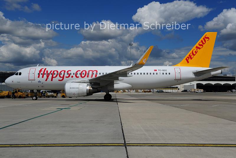 2014-05-08 TC-DCC Airbus A320 Pegasus
