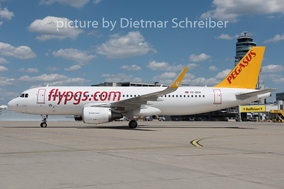 2015-07-31 TC-DCH Airbus A320 Peagsus Airlines