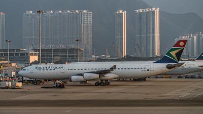 SOUTH AFRICAN AIRWAYS_A340-313_ZS-SXE_MLU_071116