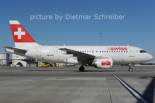2012-09-25 HB-IPV Airbus A319 Swiss