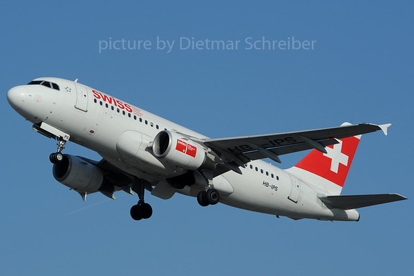 2013-03-02 HB-IPS Airbus A319 Swiss