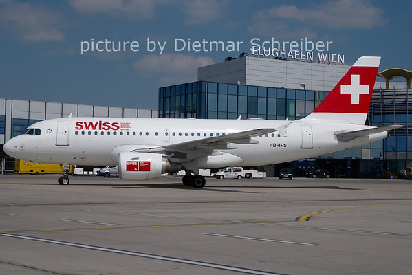 2011-05-13 HB-IPS Airbus A319 Swiss