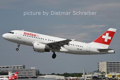 2014-07-25 HB-IPT Airbus A319 Swiss